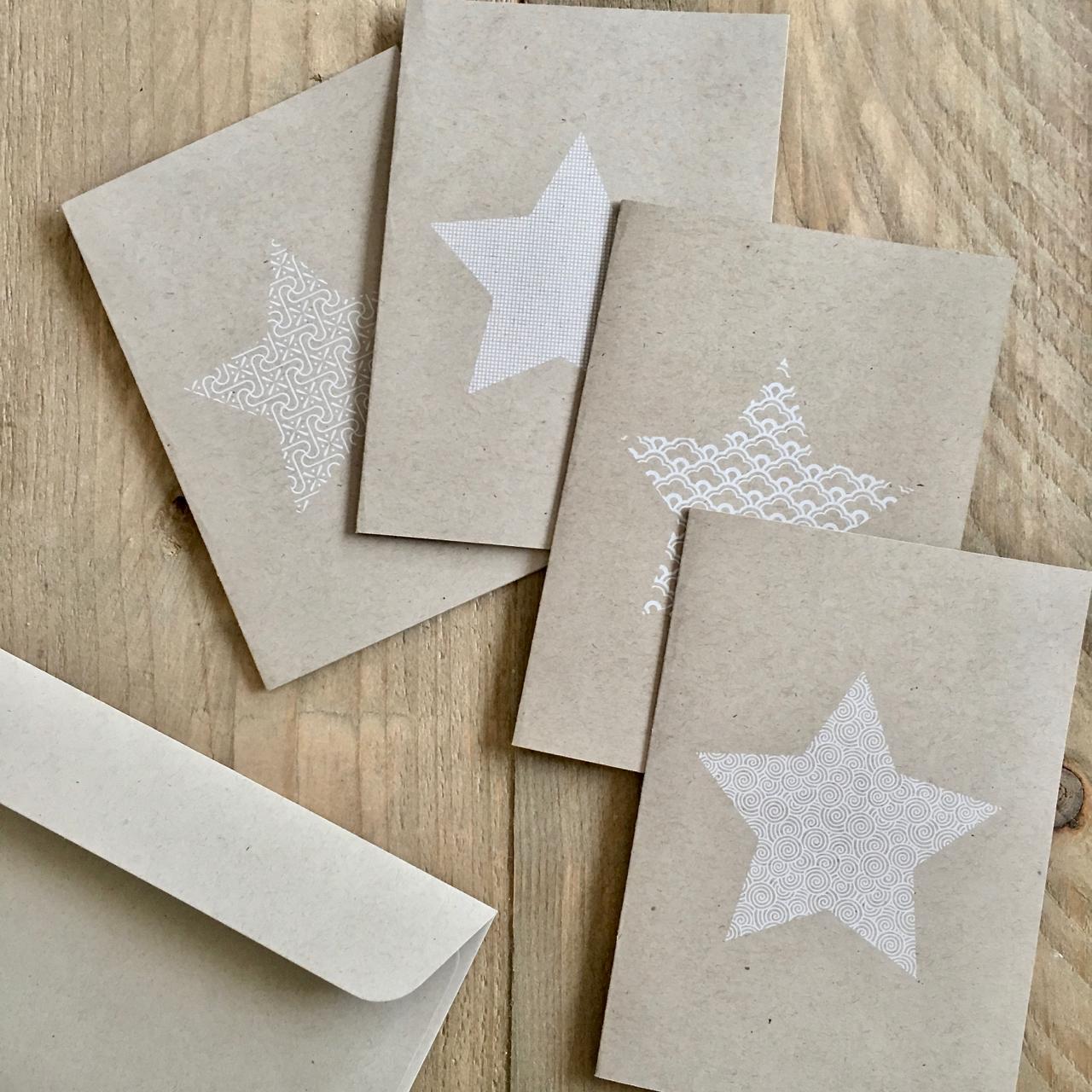 Weihnachtskarte mit Stern und Muster – weiß auf Naturpapier